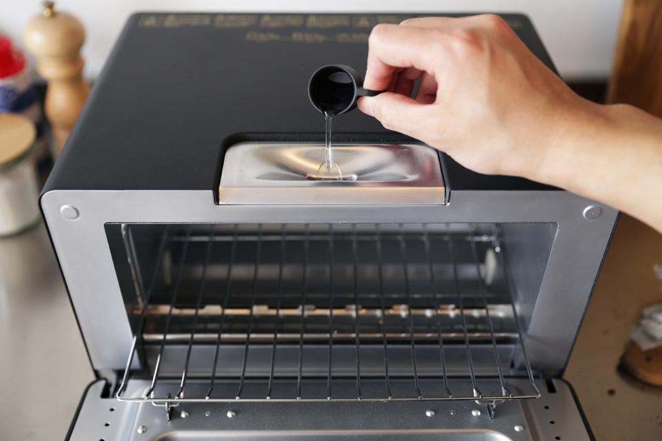 BALMUDA The Toaster (バルミューダ ザ・トースター) / 5ccの水を注入