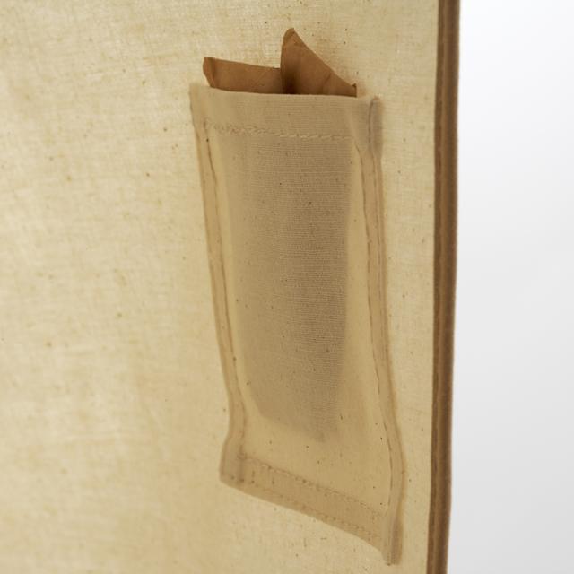 内側のポケットには市販の防虫剤やポプリを入れてお使い頂けます