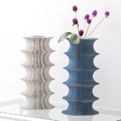 �ե��١��� ��catterpiller vase��