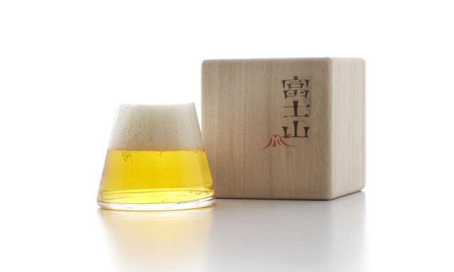 ビールを注ぐことにより富士山が現れます